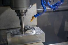 CNC mielenia maszynowy rozcięcie lejni część z stałym balowej końcówki młynu narzędziem obrazy stock