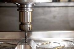 CNC mielenia maszynowy rozcięcie lejni część z stałym balowej końcówki młynu narzędziem zdjęcia royalty free