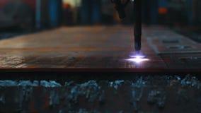 Cnc que solda a chapa de aço de corte de máquina do laser Equipamento robótico alta-tecnologia filme