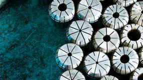 Cnc-ringar av det olika formatet med blå bakgrund Arkivfoto