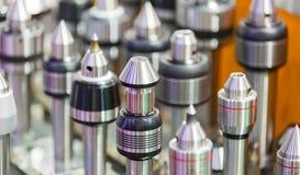 CNC som bearbetar med maskin hjälpmedlet och utrustning Arkivfoton