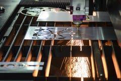 CNC włókna laserowy tnący maszynowy rozcięcie metalu talerz zdjęcia royalty free
