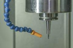 Cnc-Werkzeugball endmill in der Maschine stockfoto