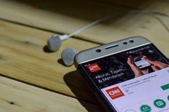 CNN Indonesia - el último uso de las noticias en la pantalla de Smartphone Imágenes de archivo libres de regalías