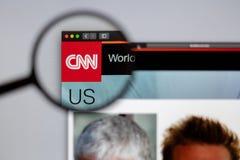 CNN skierowywa logo widocznego przez powiększać - szkło zdjęcia royalty free