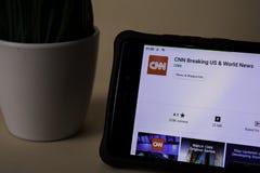 CNN som bryter USA & världsnyheterbärare-applikation på den Smartphone skärmen CNN är en freeware arkivfoto