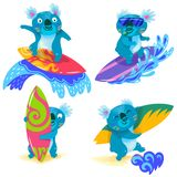 Собрание коал нарисованных рукой занимаясь серфингом Милые персонажи из мультфильма иллюстрация вектора