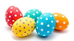 Совершенные красочные handmade изолированные пасхальные яйца стоковые изображения