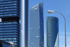 4 современных небоскреба в зоне предпринемательства Cuatro Torres Кристл, космос, Pwc и башни CEPSA в Мадриде, Испании стоковые фото