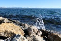 Солнечный день на озере стоковое изображение
