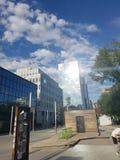 Солнечное после полудня в центре города стоковые изображения rf