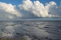 Солнечность, ливни, корабли и море стоковая фотография rf