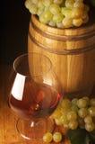 Coñac, uva y barril Fotos de archivo libres de regalías