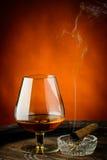 Coñac y cigarro Imagen de archivo libre de regalías