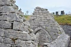 Co Голуэй, Ирландия июнь 2017, острова Aran, ¡ n Teampall Caomhà Стоковые Изображения RF