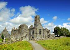 Co. Clare Ierland van de Abdij van Quin Stock Foto's
