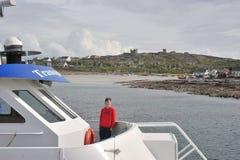 Co Galway, Irland Juni 2017, Aran Islands som ler ungen i t Royaltyfria Foton