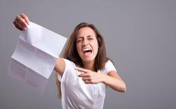 Co jest to! Gniewna dziewczyna i zła wiadomość Fotografia Stock