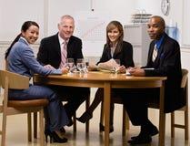 co-konferens som har arbetare för mötelokal Royaltyfri Bild