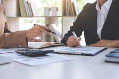 Co pracująca konferencja, biznesu spotkania drużynowa teraźniejszość, inwestor c zdjęcie stock