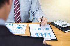 Co pracująca konferencja, biznesu spotkania drużynowa teraźniejszość, inwestor c obraz royalty free