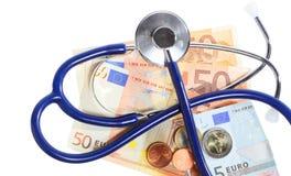 Coût de soins de santé : stéthoscope sur l'euro argent Photos stock