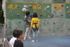 The coach taught children Rock climbing in SHENZHEN Stock Photography