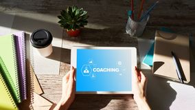 Coachning- och mentoringbegrepp på skärmen Självutveckling och personlig tillväxt arkivbilder
