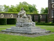 Coade apedreja a estátua do pai Thames na parte dianteira de Ham House em Surrey Imagens de Stock Royalty Free