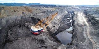 Coalmining i öppen grop Arkivbilder
