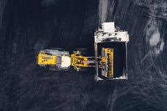 Coalmining på en öppen grop Arkivfoton