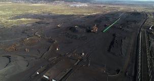 Coalmining på en öppen grop stock video
