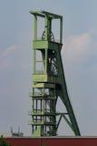 Coalminingtorn framme av himmel royaltyfri fotografi