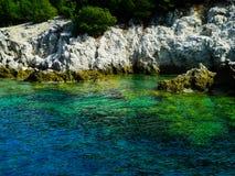 Coasline rocheux de la Grèce, vert, bleu, turquoise, l'eau bleu vert, Photos libres de droits