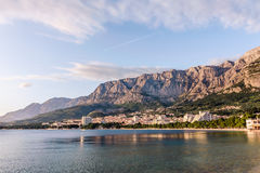 Coast sea and beach below mountain Biokovo in town of Makarska Stock Photography