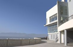 Coastal Modern. A modern building housing a new restaurant overlooks California's Pacific ocean Stock Photos