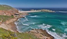 Coastaline hermoso y océano en Suráfrica Foto de archivo