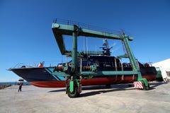 Coastguard i travelift royaltyfri fotografi