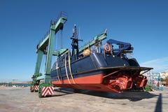 Coastguard i travelift royaltyfria foton