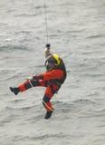 Coastguardräddningsmanskap i handling scotland UK Arkivbild
