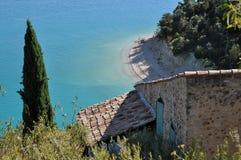 Coasthouse no lago francês Imagem de Stock