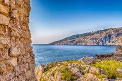 Coasting πύργος σε Salento στην ιόνια θάλασσα στοκ εικόνες