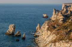 Coastline of Tarhankut in rays of sunset Royalty Free Stock Photos