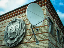 The coat of arms of the RSFSR on an old building in the town of Medyn, Kaluga region (Russia). Stock Photos