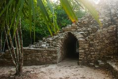 Coba, Mexico Oude mayan stad in Mexico Coba is een archeologisch gebied en een beroemd oriëntatiepunt van het Schiereiland van Yu royalty-vrije stock foto