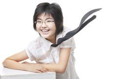 Cobarde, muchacha con gafas de Geeky con sonrisa dentuda Fotografía de archivo