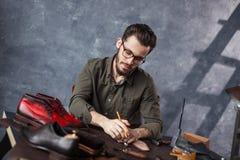 Cobber делая картину Рынок ботинка стоковые фото