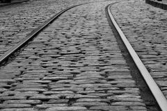 Cobble πέτρινος δρόμος ραγών Στοκ Φωτογραφία