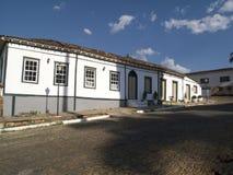 cobbled колониальные дома выровняли улицу Стоковое фото RF