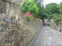 cobbled улица culross стоковое фото rf